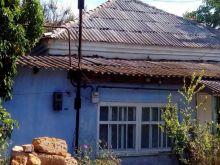 Продается дом в самом центре пгт. Черноморское, общая площадь 51 м.кв.