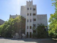 Капитальное здание в центре города Евпатория,