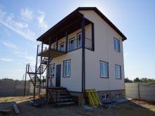 Новый дом 2018 года постройки в с. Молочное, 190 кв.м, 2 этажа, подвал под всем домом.
