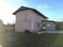 Продается отличный двухэтажный дом в п. Черноморское по ул. Катерной